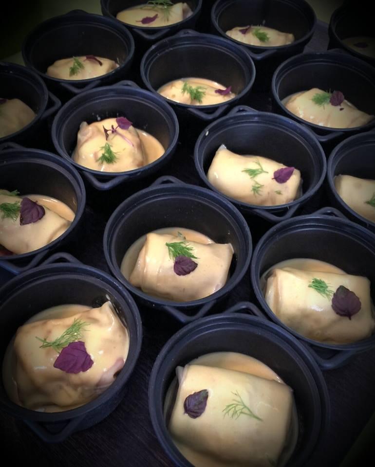 Ravioli de bogavante con salsa de azafrán.